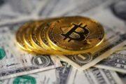 Эксперты рассказали о перспективах биткоина и доллара