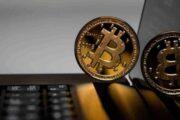 Эксперты прокомментировали падение цены биткоина