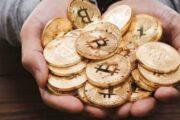 Во время падения цены биткоина на биржи перевели монеты на $1 млрд